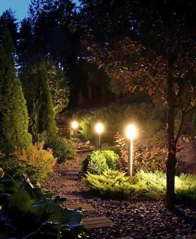 Illuminated garden path low voltage led lighting